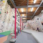1階のボルダ壁は傾斜5種類。トップロープ壁も充実。